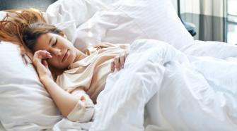 Como a alimentação influencia a qualidade do sono