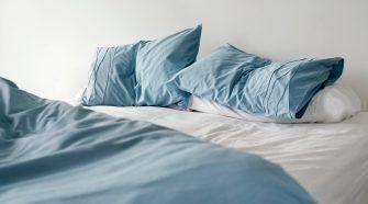 Quais cuidados devemos ter com o travesseiro?