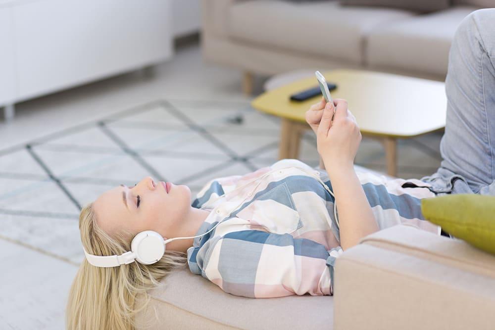 Como escolher músicas relaxantes para dormir? Aprenda!